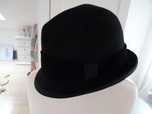 Cooler Hut mit Samtborte