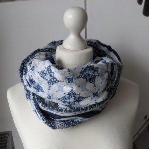 cooler Loop Schal mit Muster Dunkelblau Hellblau Weiß nur wenig getragen