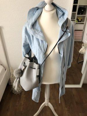 Cooler Mantel und Cape in hellblau Blogger