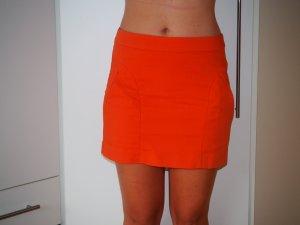 Cooler orangener Minirock