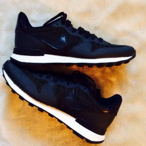 Cooler Sneaker von Nike im Materialmix - Lack-Elemente Reptillook nur 1x getragen