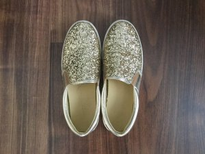 Cooler sommersneaker in Gold
