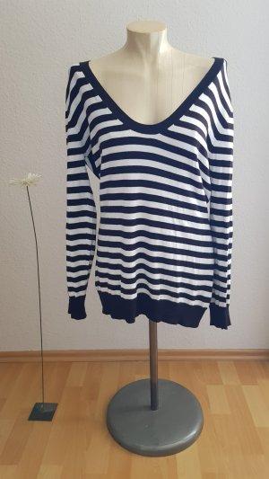 Aygill's V-Neck Sweater white-black