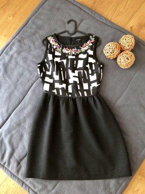 Cooles Kleid mit ausgestelltem Rock