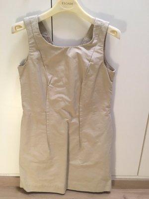 Cooles, lässiges Kleid von COS in hellem beige und witzigem Schnitt mit Taschen