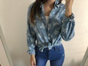 Cooles neues Hemd Blümchen hellblau Jeans Look