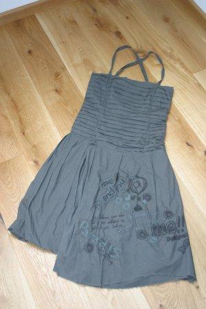 Cooles olivfarbenes DESIGUAL-Kleid in Gr. 36