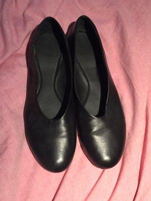 COS Ballerinas aus Leder
