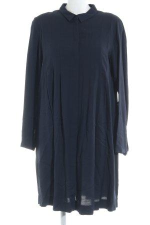COS Vestido camisero azul oscuro look casual