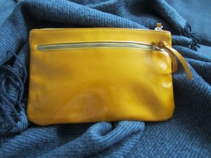 COS Clutch Leder Lackleder orangegelb