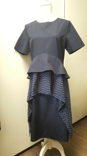 COS Kleid 40/L dunkelblau Peplum Schößchen Lochmuster navy mehrlagig layered Stufen