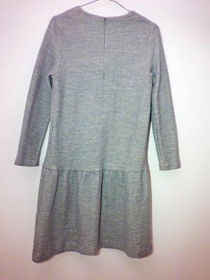 COS Kleid für den Herbst in hellgrau