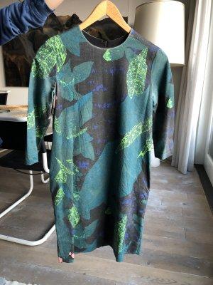 COS Kleid mit Pflanzenmotiv