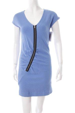 COS Kurzarmkleid stahlblau-schwarz Hahnentrittmuster minimalistischer Stil