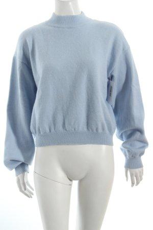 COS Rollkragenpullover hellblau minimalistischer Stil