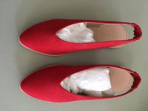 COS Ballerina a punta rosso mattone Scamosciato