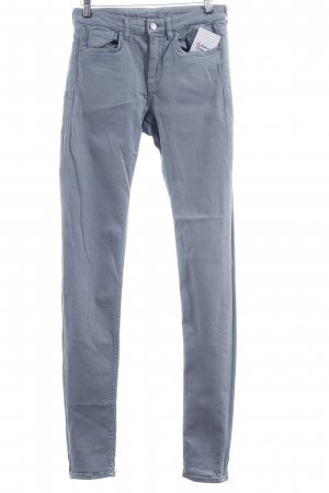 COS Skinny Jeans blassblau Street-Fashion-Look