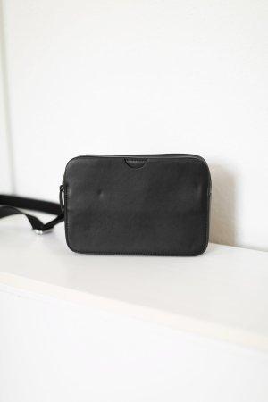 COS Tasche Handtasche schwarz Leder Crossbody silber Details Bag