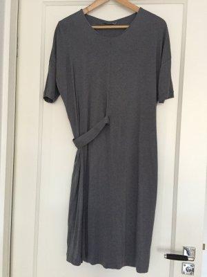 COS | Weichfallendes Sommerkleid