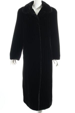 Couture Hélène Wintermantel schwarz Street-Fashion-Look