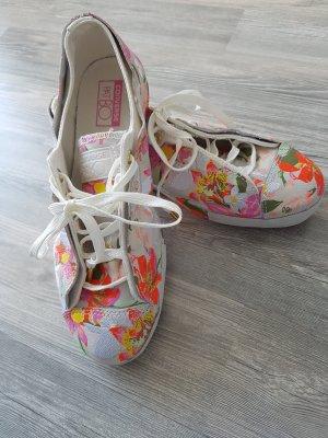 Coverse Chucks mit Blumenmuster aus Leder
