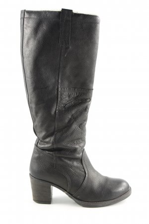 Cox Heel Boots black casual look