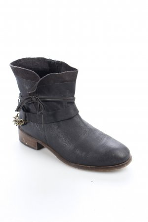Cox Boots schwarz Street-Fashion-Look
