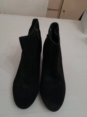 Cox Zipper Booties black suede