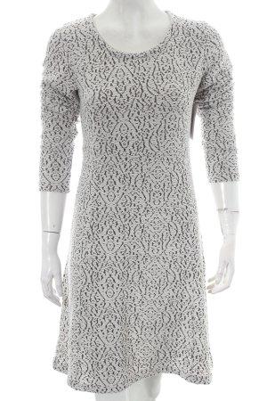 Cream Langarmkleid schwarz-weiß abstraktes Muster schlichter Stil