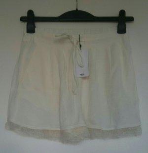 creme-farbende Mango Shorts mit Spitzensaum