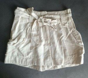 creme taillierte H&M garden collection shorts