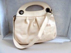 creme-weiße Handtasche mit vielen Fächern