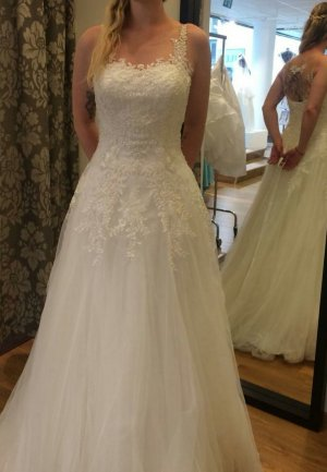 Lilly Wedding Dress natural white