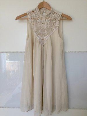 Cremefarbendes Kleid