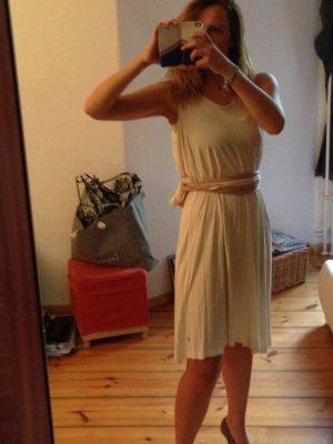 Cremefarbendes Kleid im griechischen Stil