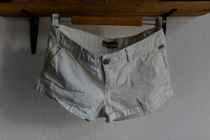Cremefarbene kurze Shorts