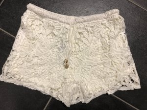 Cremefarbene Shorts mit Spitze NEU