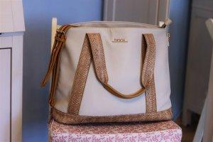 Creméfarbene Sommertasche