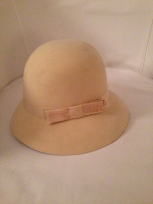 Cremefarbener Hut