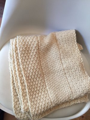 cremefarbener warmer Schal