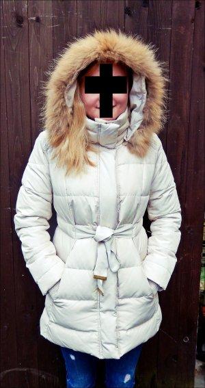 Cremefarbener Wintermantel von Mango Suit mit Gürtel und Echtfellkapuze