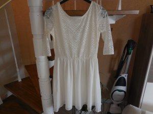 Cremefarbenes Kleid mit 3/4 Ärmeln, tiefem Rückenausschnitt und Spitze von H&M