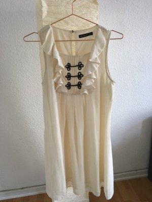 cremefarbenes Kleid mit Rüschen