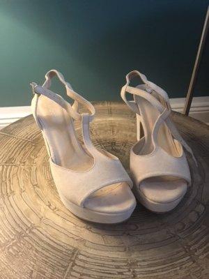 Cremeweiße Sandalette