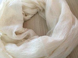 Cremeweisser leichter Schal