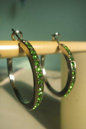 Creolen mit grünen Steinchen