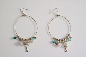 Creolen-Ohrringe mit Schlüssel und Perlen