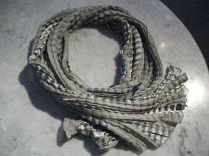 Crinkle Tuch, 160 x 35 cm, grau