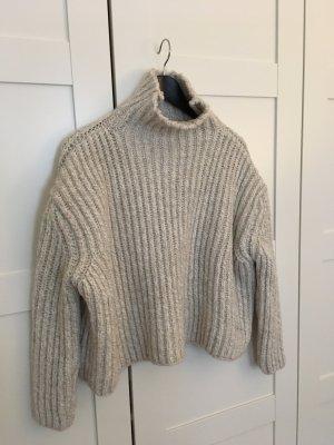 Crop Pullover aus schwerem Strick