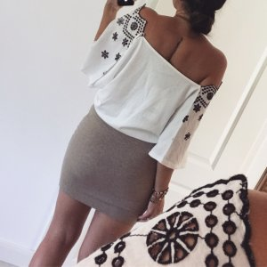 Crop top mit Strickerei zara